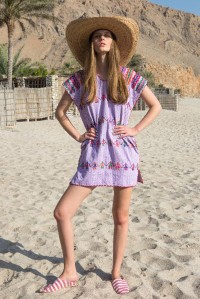Single panel mini kaftan in lilac with multi people design